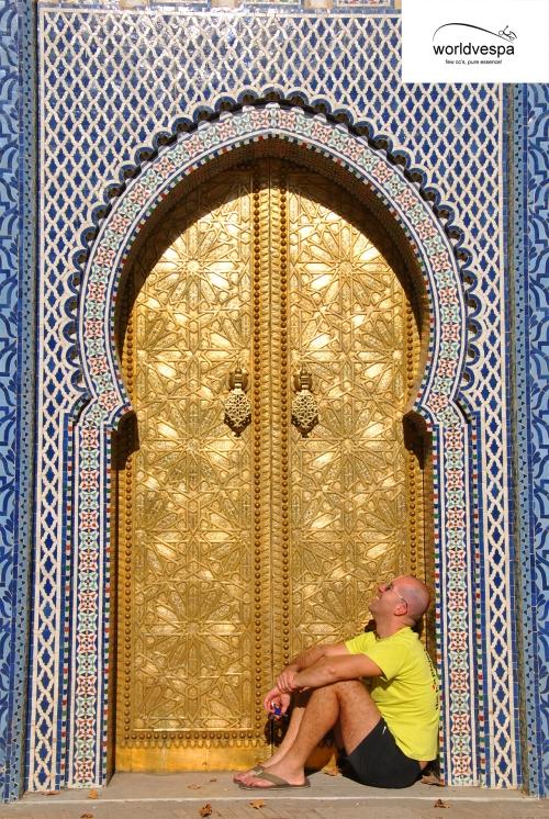 Στου κουφού την πόρτα παρ' την πόρτα και φύγε...