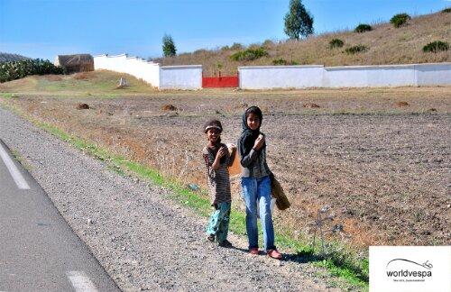 Στο Μαρόκο τα μάτια σου είναι οπουδήποτε αλλού εκτός απ'τον δρόμο.