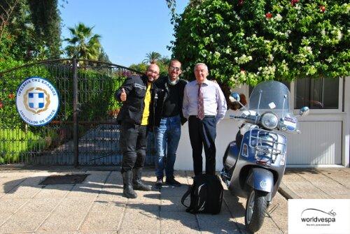 Με τον κύριο Πιστικό έξω απ'την ελληνική πρεσβεία.