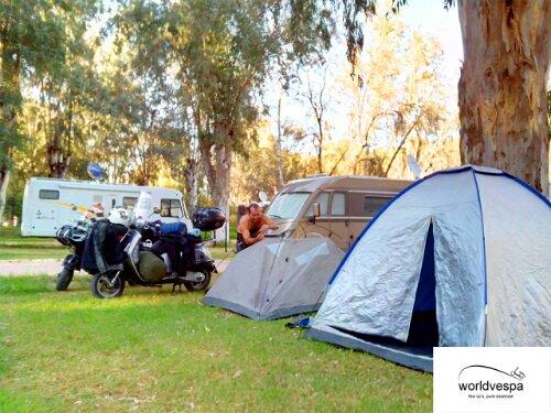 Στο camping της Fes! Χλίδα!