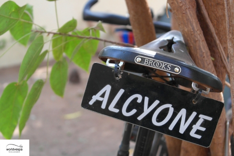 Maxime has given his bicycle a name / Ο Maxime έχει δώσει και όνομα στο ποδήλατό του
