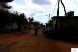Riding through the neighborhoods of Lome / Περνώντας μέσα απ' τις γειτονιές της Λομέ.
