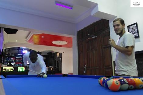 Steven is a great fun of pool / Μεγάλος φαν του μπιλιάρδου ο Γερμανός.