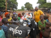 "The ""love-attack"" from children as we entered Nigeria / Η επίθεση αγάπης που δεχτήκαμε μπαίνοντας στη Νιγηρία."