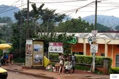 Μπόλικοι οι λευκοί, και πιο μπόλικοι οι Ασιάτες στην Yaounde,
