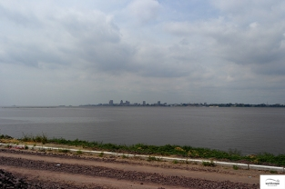 On the opposite bank of river Congo, lies Kinshasa / Κι απέναντι η Kinshasa.