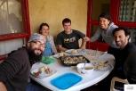 Άλλο ένα τραπέζι με τα παιδιά, την Σλοβένα, τον Γερμανό και τους madνομάδες.