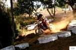 Σε αγώνα motocross (τίποτα σας λέω δεν τους λείπει)!