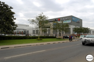 One of the countless shopping malls in Lusaka / Ένα απ'τα αμέτρητα εμπορικά κέντρα στη Lusaka.