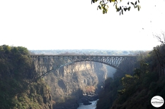 The bridge between Zambia and Zimbabwe / Η γέφυρα που ενώνει Ζάμπια και Ζιμπάμπουε.