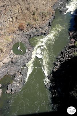 Some bungee jumping / Άλλος κάνει τσάμπα κάμπινγκ κι άλλος μπάντζι τζάμπινγκ.