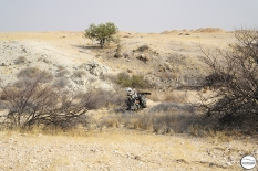 Στην προσπάθειά μου να διανυκτερεύσω σε ένα ωραίο κι ερημικό μέρος, κόλλησα γι άλλη μια φορά στην άμμο
