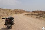 Ωραίο φόντο – χάλια δρόμος (για τις 10ιντσες ρόδες της Vespa)