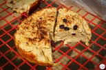 Φρεσκοψημένο χειροποίητο ψωμί, ψημένο σε επίσης χειροποίητο φούρνο από τα χέρια της Ντάσα (δείτε παρακάτω)