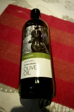 Pure virgin olive oil...or vespa oil! / Όλα φτιαγμένα με εξαιρετικά παρθένο δίχρονο βεσποελαιόλαδο!