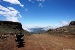 Everything ready for the free-fall! (crossing Sani Pass) / Όλα έτοιμα για την ελεύθερη πτώση (την κατάβαση του Sani Pass)