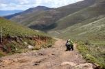 This slope was so steep and the altitude was over 3,200m and the poor vespa couldn't climb it! / Αυτή η ανηφόρα ήταν τόσο κακοτράχαλη κι απότομη, με το υψόμετρο πάνω από 3.200 μέτρα, που το βεσπάκι μουλάρωσε και δεν πήγαινε πουθενά!