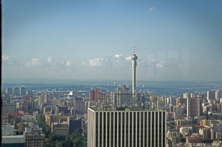 Watching the view from the 50th floor in Carlton Center / Χαζεύοντας το Γιοχάνεσμπουργκ από τον 50ο όροφο του Carlton Center