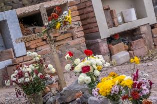 The cemetery of Purmamarca – Στο νεκροταφείο της Purmamarca