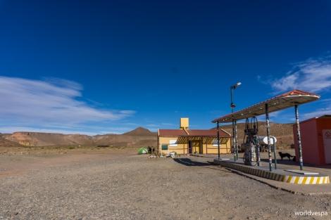 """Wild"" camp next to the gas station in Susques / Ελεύθερο κάμπινγκ δίπλα στο βενζινάδικο του Susques"