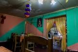 """A traditional restaurant with some """"special"""" decoration! / Πρωτότυπος αν μη τι άλλο ο διάκοσμος, για ένα κατά τ' άλλα παραδοσιακό εστιατόριο!"""
