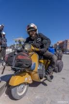 Riding Luca's Vespa / Δοκιμάζοντας τη βέσπα του Luca