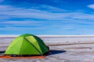 Wild camping at the Salar, next to Isla de Pescado / Περάσαμε τη βραδιά κάνοντας ελεύθερο κάμπινγκ στο Isla de Pescado