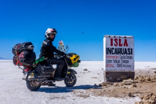 Incahuasi island: at the center of Uyuni salar! / Νήσος Incahuasi: στο κέντρο του Salar de Uyuni!