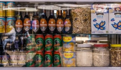 Beer, canned peaches or Quaker? / Μπύρα, κομπόστα ή Κουάκερ;