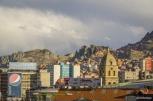 La Paz is surrounded by El Alto / Στη μέση η La Paz και γύρω-γύρω το El Alto