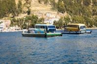 On a wooden platform, crossing the Lake Titicaca / Περνώντας τη λίμνη Titicaca πάνω σε ξύλινες πλατφόρμες