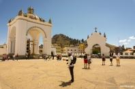 """At the yard of """"La Virgen de Copacabana"""" / Στο προαύλιο του ναού της Copacabana"""